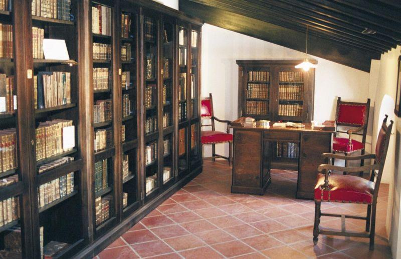 Guadalest le journal de joli r ve - Bibliotheque en forme de maison ...