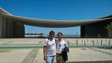 Devant le pavillon portugais